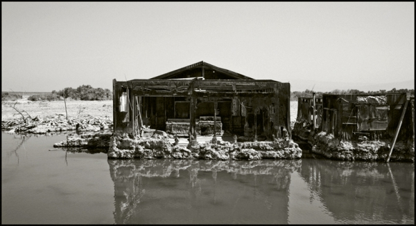 Sinking Houses, Salton City, California © Stéphane Louis, 2008